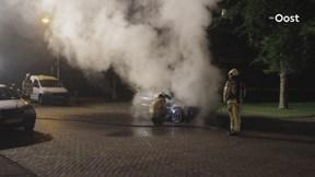 Auto brandt volledig uit in Zwolle