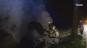 Auto uitgebrand in weiland na plofkraak in Schalkhaar