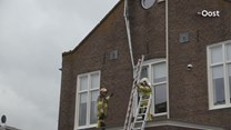 Storm veroorzaakt schade aan dak van woning in Zwartsluis