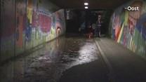 De gesprongen waterleiding in Holten zorgt voor de nodige overlast