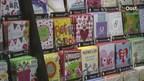 Eigenaar John Reterink van boekhandel in Wierden zet beelden winkeldieven online