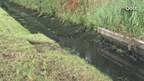 Marcel Wessels van waterschap Overijssel bij de Wierdense Aa