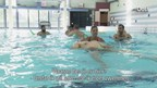 Bewoners azc Almelo krijgen voor het eerst zwemvaardigheidstraining