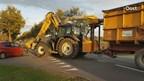 Automobilist botst op tractor