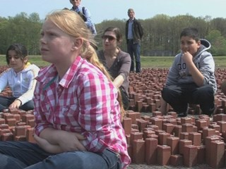 Jeugd bezoekt Westerbork