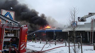 Grote brand in winkelcentrum De Posten in Enschede