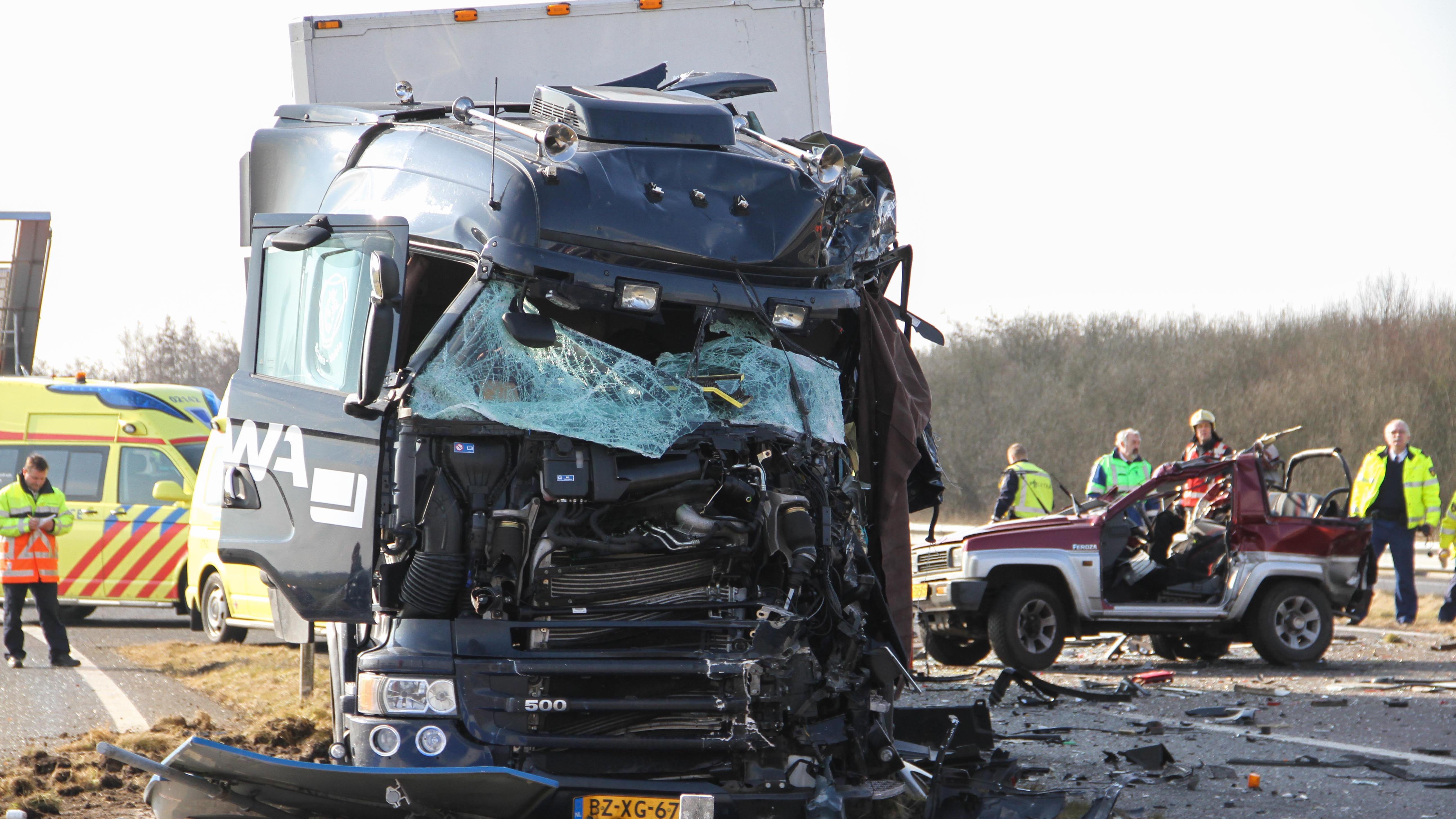 vrachtwagen uit twente veroorzaakt dodelijk ongeluk a32. Black Bedroom Furniture Sets. Home Design Ideas
