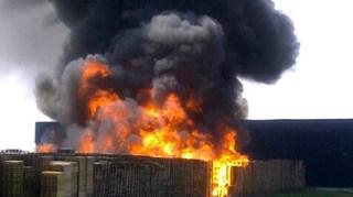Flinke rookontwikkeling bij palletbrand Kampen
