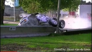 Het moment van de crash bij de Hellendoorn Rally