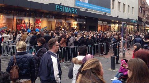 Gekte Bij Opening Primark Eindhoven Enschede Kan Dranghekken Bestellen