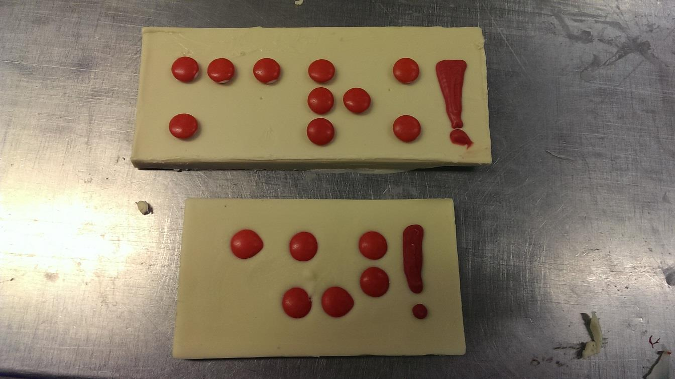 Deventer banketbakker maakt 'chocoladeletters' in braille