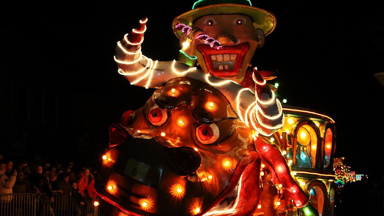 Foto\'s verlichte carnavalsoptocht in Lemelerveld