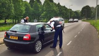 Controle van auto's bij toegangswegen Holtenbroek