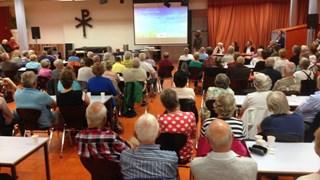 Ruim 130 ouderen laten zich inforeren over Knasse Knarrenhof