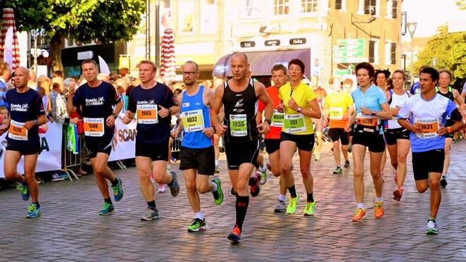 Foto's Zwolse Halve Marathon; een groot feest voor lopers en publiek in Zwolle