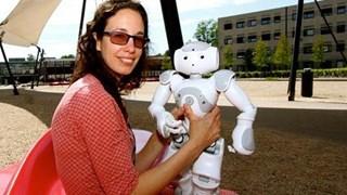 Vanessa Evers met robot