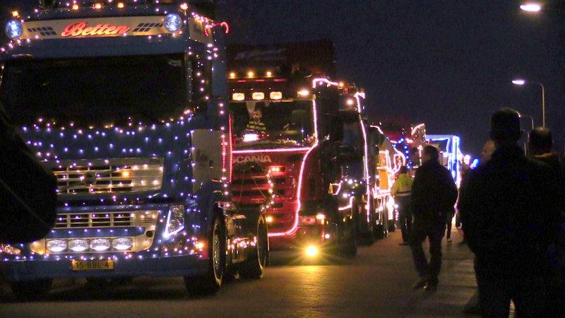 Veel publiek bij verlichte vrachtwagens Trucks by Night in Staphorst ...