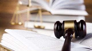 Rechtszaak onderbroken, verdachte niet aanwezig