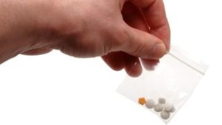 De woning in Enschede met probleemjongeren, waar pillen werden gevonden, gaat definitief op slot
