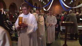 Het Heilige verlaat de Maria Koninginkerk in Deventer
