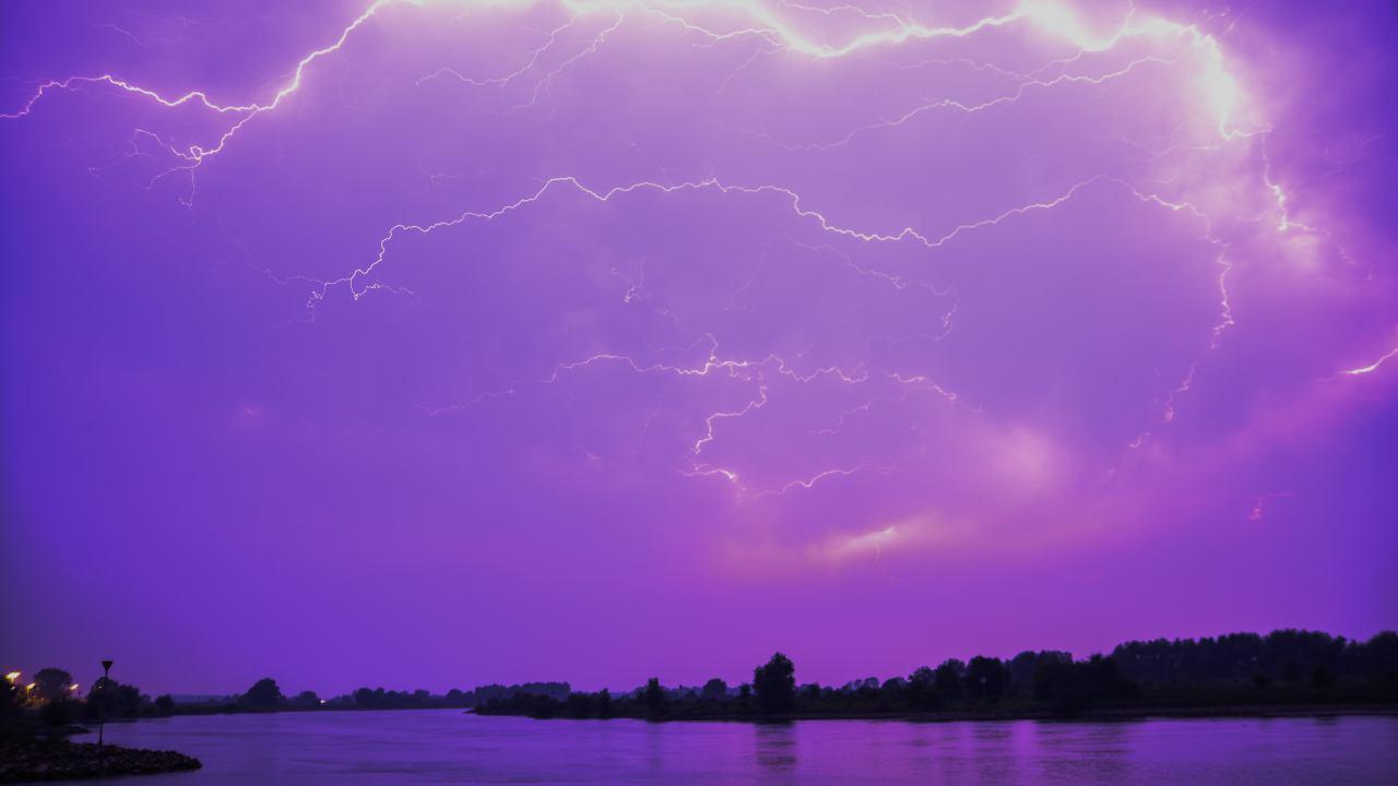 KNMI: vanmiddag en vanavond kans op lokaal stevige onweersbuien in Overijssel