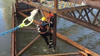 Duikers zien kogge voor het eerst sinds twee jaar weer onderwater