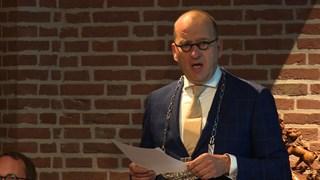 Burgemeester Segers nam de brief in ontvangst