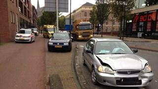Auto beschadigd na aanrijding in Deventer