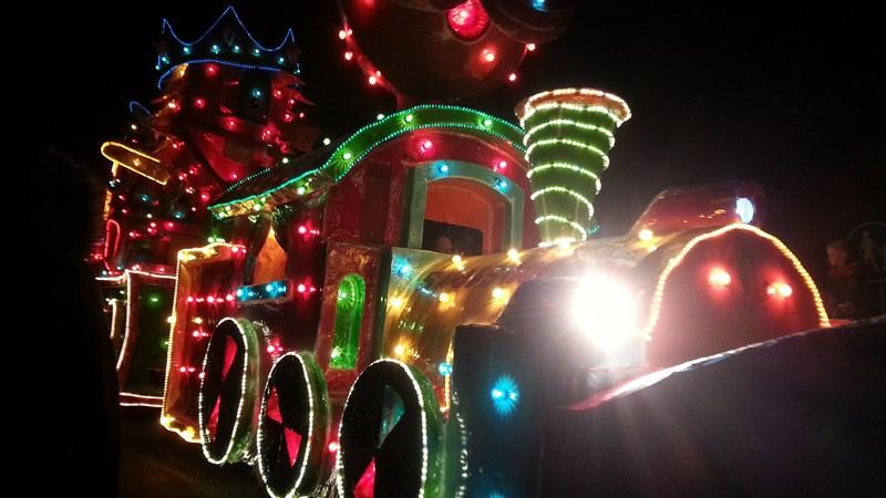 Verlichte carnavalsoptocht Lemelerveld is ingehaald en trekt ...
