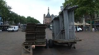 De Boekenmarkt the day after....kraampjes klaar om afgevoerd te worden op De Brink