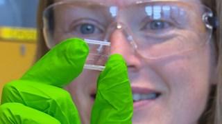 Kerensa Broersen, biochemicus van UT, hoopt met nanotechnologie Alzheimer te bestrijden
