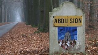 Oprit naar abdij Sion