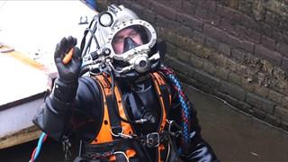 De duikers aan het werk in Zwolle