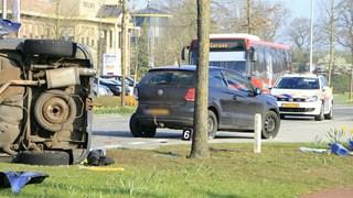 Persoon overleden bij ongeluk met lijnbus en twee auto's in Rijssen