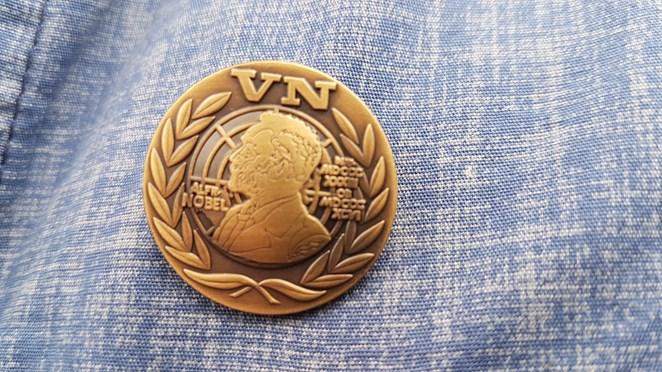 Zwolse veteranen krijgen Draaginsigne Nobelprijs Militairen uitgereikt