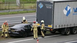 De Tesla botste op een vrachtwagen