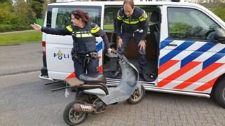 Politie Almelo neemt omgebouwde scooter in beslag