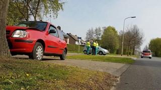 Auto botst op boom