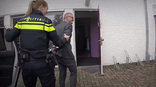 Bond van Wetsovertreders uit felle kritiek op in boeien slaan van burgemeester Losser