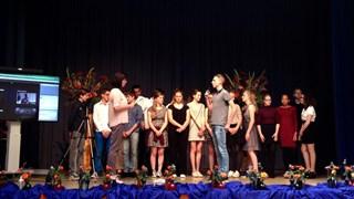 De leerlingen op het podium.