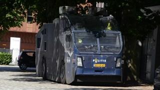 Politie is met groot materieel in Enschede