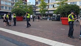 Politie controleert mensen in Hengelo