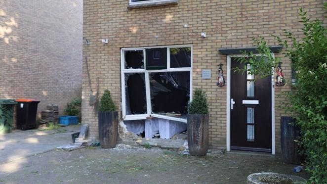 Automobilist rijdt woning binnen in Oldenzaal en slaat op de vlucht