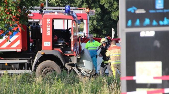 Vrouw overleden na botsing met brandweerwagen in Deventer