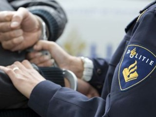 De politie pakte dertig Eagles fans op.