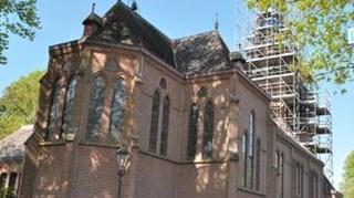 kerk in de steigers