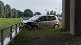 Automobilist met letsel naar ziekenhuis