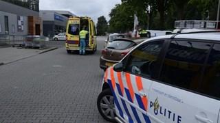 Fietser viel met hoofd tegen auto