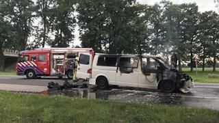 Busje in brand bij Almelo