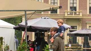 Bezoekers trekken zich weinig aan van de regen